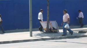 Uno de los pocos carteles en apoyo a De La Maza, en la Avenida Apoquindo